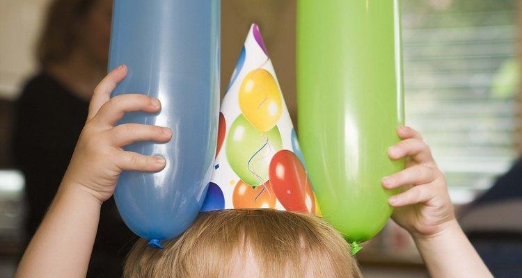 Incorpora varios juegos y actividades centrados en Mickey para que los niños los puedan disfrutar.