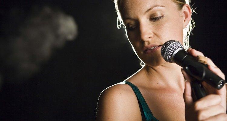 Un gran cantante puede cautivar al público con su tono y expresión única.