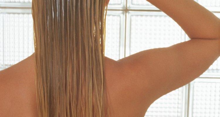 Cambia tu cabello lacio por ondas sueltas de playa.