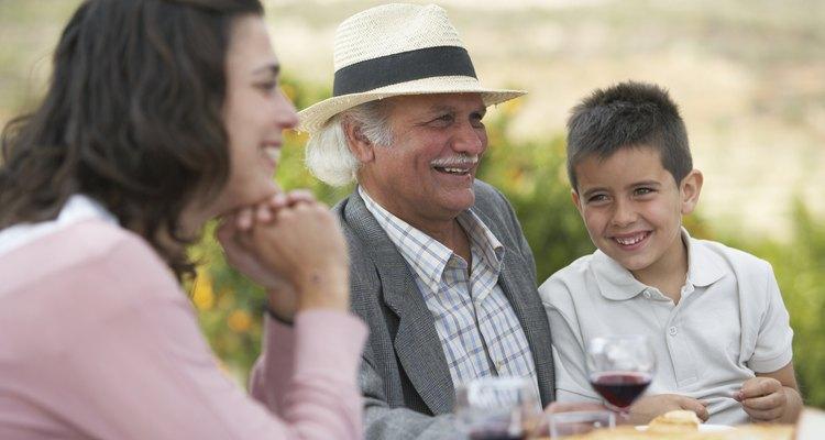 Los mayores de la familia reciben cuidados y se les trata con respeto.