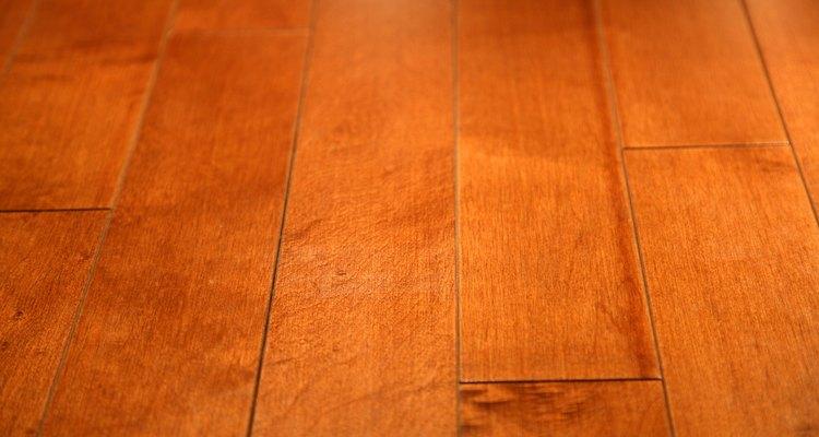 Cómo elegir muebles que combinen con pisos de madera dura.