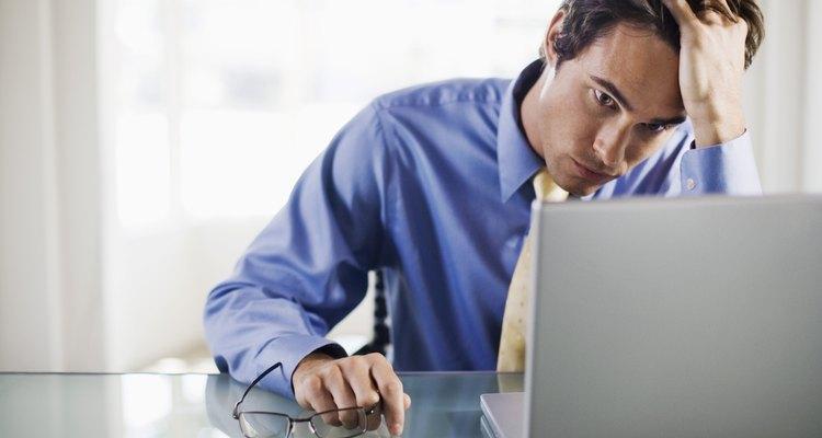 A inesperada aparição na tela do laptop de uma linha vertical vermelha sólida (ou uma linha sólida de qualquer cor) indica que um ou mais itens relacionados à exibição podem estar falhando ou que as condições ambientais estão causando algum problema