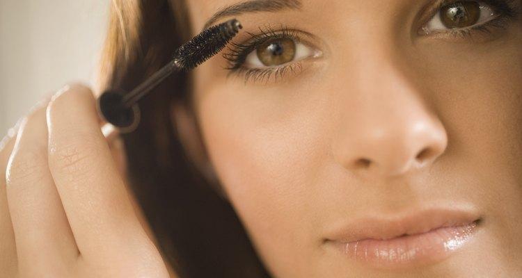 A maquiagem é uma peça fundamental no arsenal do cross-dresser