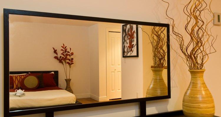 Cubra os riscos do espelho usando métodos caseiros