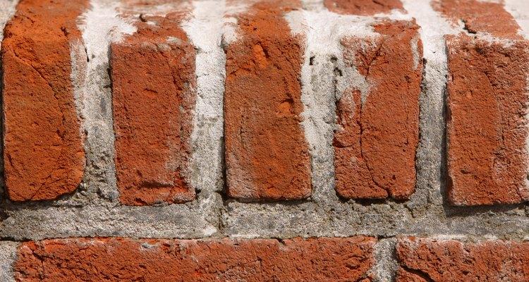 El cemento adhesivo se utiliza en distintas aplicaciones de la construcción.