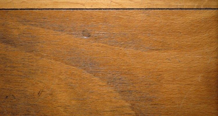 Cómo erradicar las pulgas de los pisos de madera.