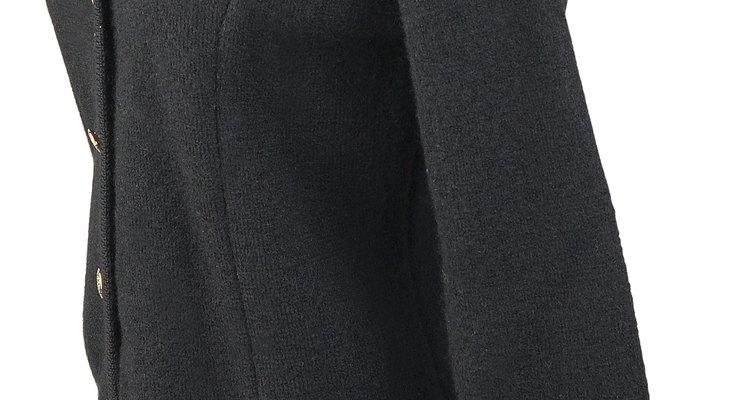 Evite costurar uma manga de blusa tricotando-a de cima para baixo