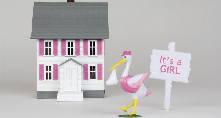 Una figura de cigüena es ideal para la decoración de un baby shower.