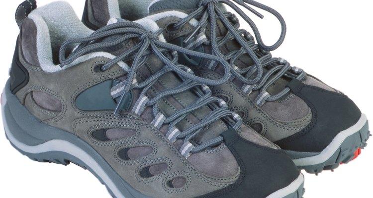Use sapatos resistentes e de boa qualidade, e lembre de trocar de par com frequência, para evitar o desgaste