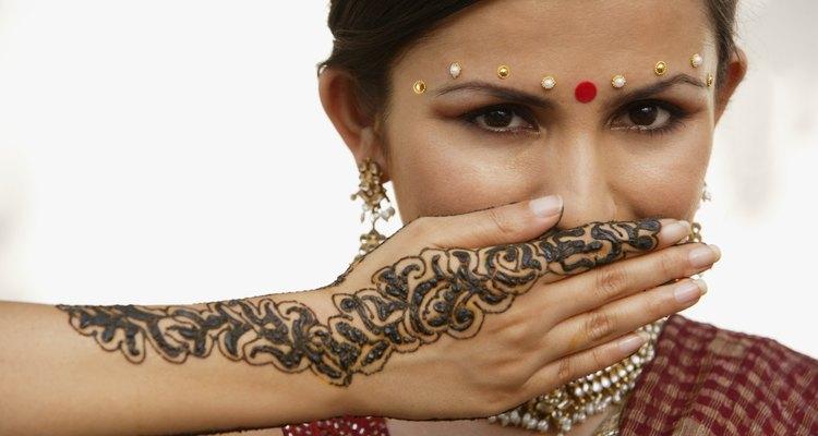As tatuagens de henna desaparecem naturalmente com o tempo