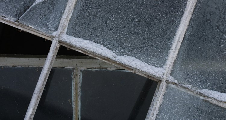 La humedad puede acumularse entre los paneles de vidrio.