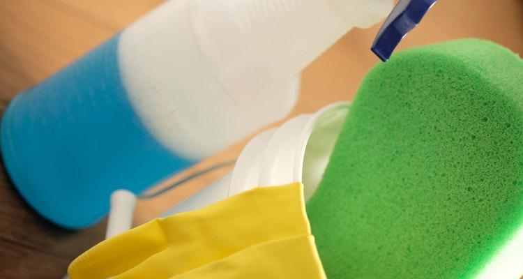 Como limpar plástico transparente
