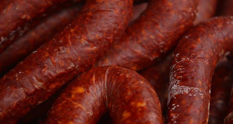 Las salchichas pueden secarse o ahumarse con las tripas de cerdo.