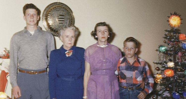 La moda de los 60 se componía de brillo, colores vibrantes, estampados audaces y accesorios originales, tanto para adultos como para niños.