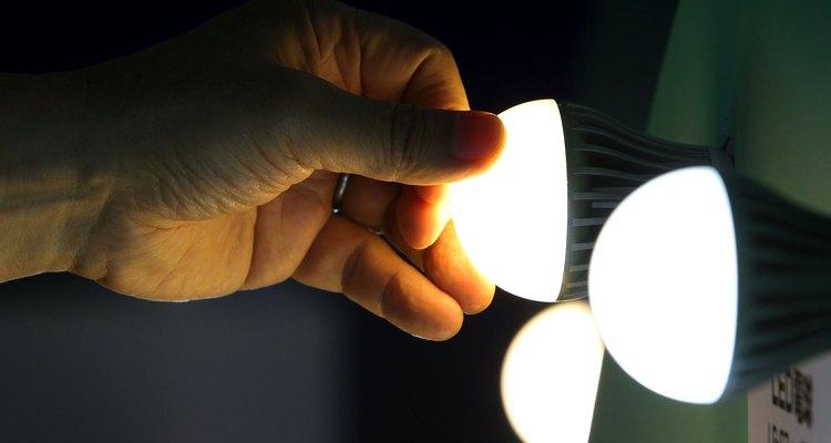 Las bombillas de LED son mucho más eficaces que las incandescentes, ya que la mayoría de su electricidad produce luz.
