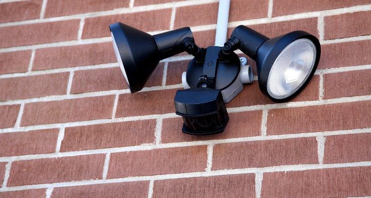 Los reflectores de halógeno se utilizan con mayor frecuencia para la seguridad que para uso de la decoración exterior.