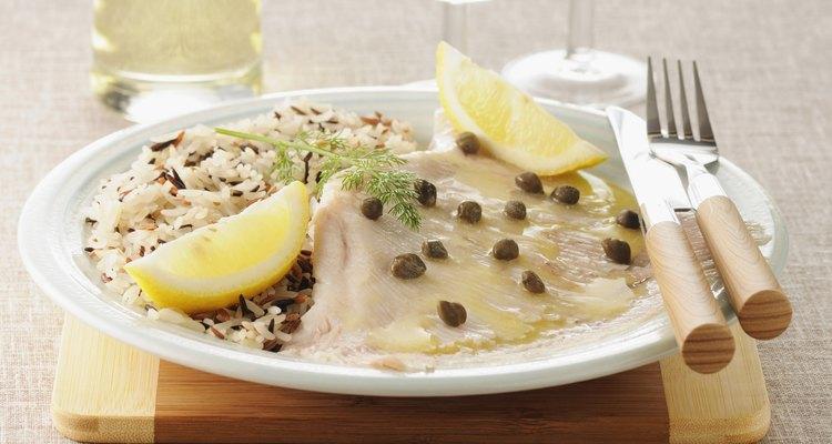 Hay muchas recetas de mantarraya, pero la forma más fácil de cocinar este pescado es horneándolo.