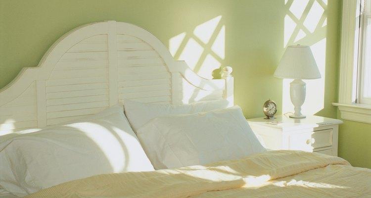 Usa un detergente suave cuando laves tus almohadas de plumas.