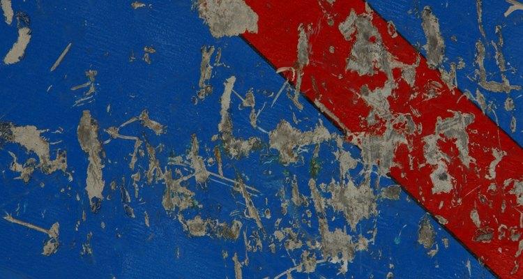 Independentemente do estado de conservação, é difícil remover tinta de qualquer material