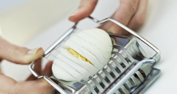 Cozinhar um ovo com gema amarela é fácil