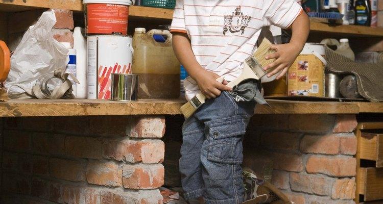 Los estantes para talleres usados para almacenar pintura y herramientas normalmente requieren de una madera de 2 pulgadas (5,08 cm) de espesor.