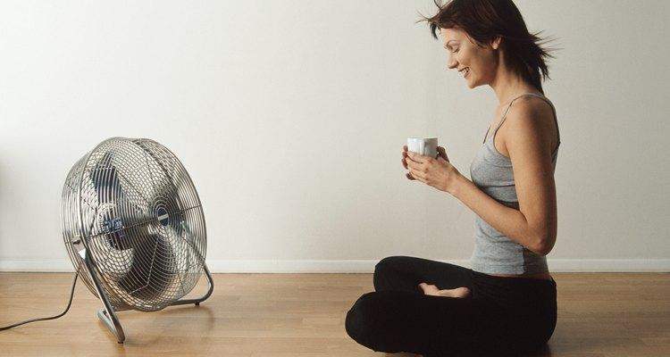Los ventiladores de alta velocidad ayudan a circular el aire en las habitaciones grandes.
