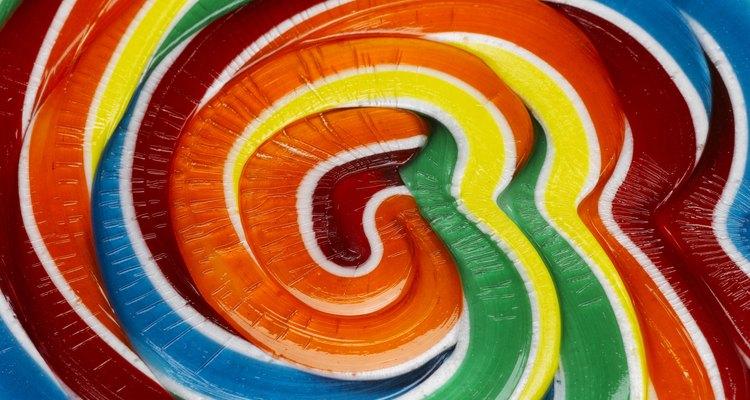 Los colores metálicos son una opción común para una base de color debido a la apariencia brillante del verdadero granito.