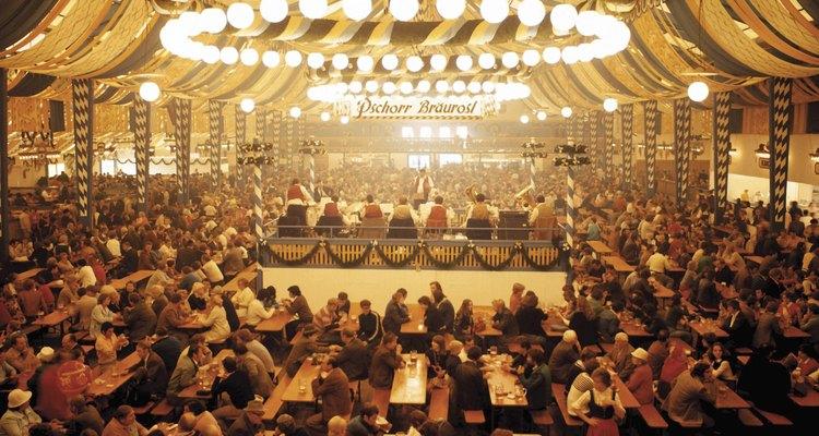 Durante la celebración del Oktoberfest suele disfrutarse de las weisswurst.