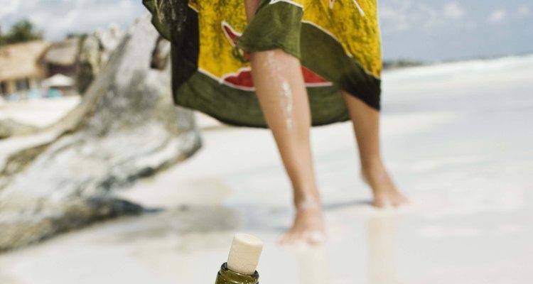 As cangas tropicais normalmente são feitas com tecidos leves e coloridos