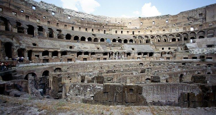 Os combates de gladiadores aconteciam nas arenas
