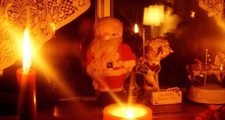 Famílias irlandesas acendem velas na véspera do Natal como parte de sua cultura