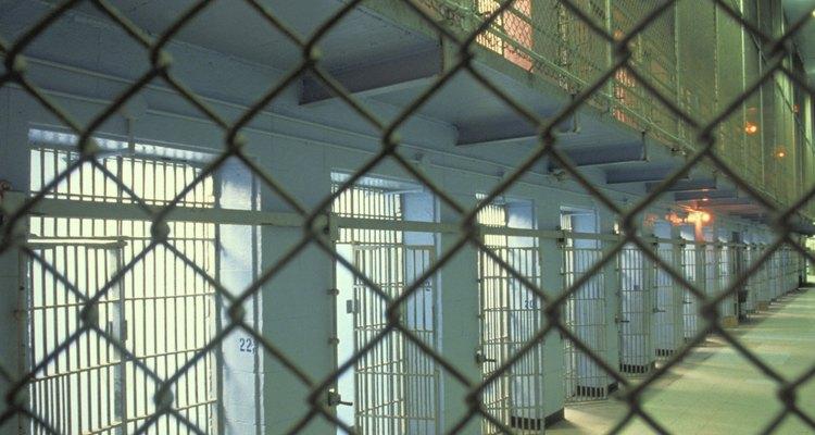 Las prisiones de máxima seguridad son consideradas como un confinamiento solitario a largo plazo.