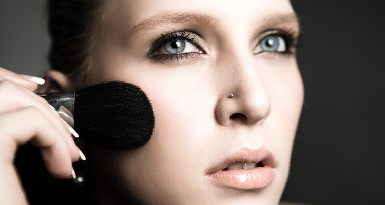 Make-up can be used effectively to camouflage facial scabs.