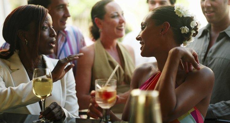 Ajude a começar conversas em festas fazendo jogos sociais