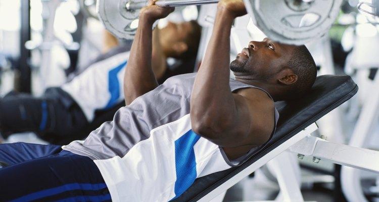 Os treinamentos de força utilizam exercícios de puxar e empurrar