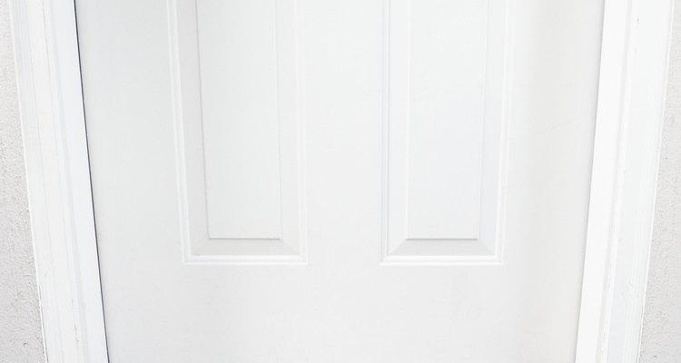 Los umbrales son las tiras ubicadas en la parte inferior de las puertas.