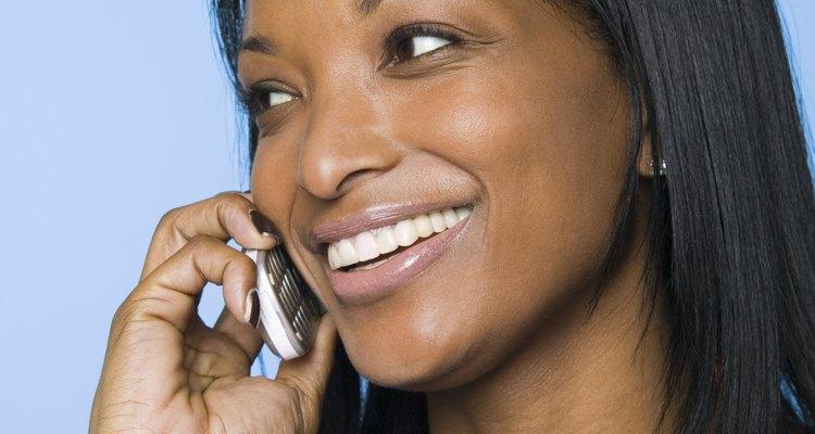 Jovens dependem do celular para manter contato com os outros