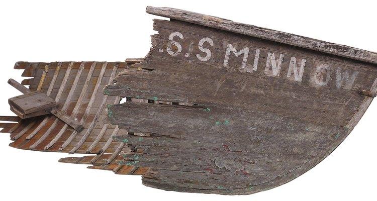Quase todos os barcos de madeira, eventualmente, desenvolvem vazamentos nas juntas