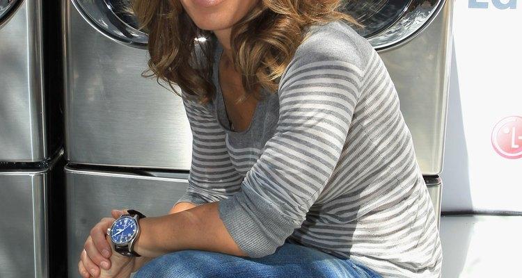 ¿La entrenadora personal Jillian Michaels luce muy casual? La mayoría de las escuelas dirían no a las sandalias y los jeans azules son tema de debate.