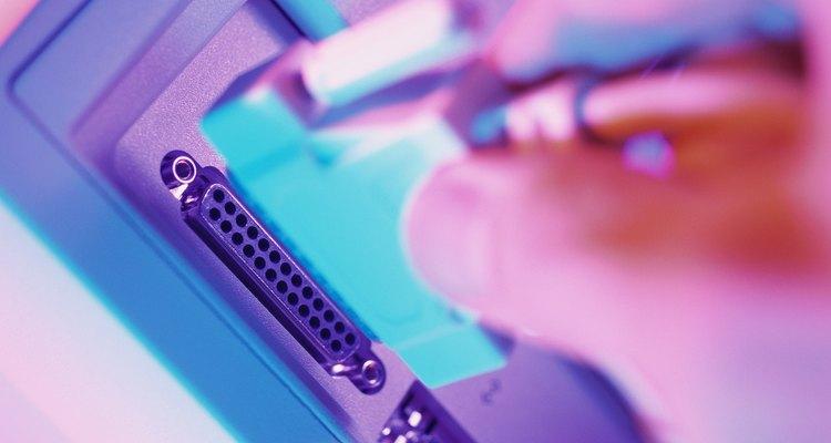 As impressoras mais antigas se conectam ao computador através de uma porta D-Sub de 25 pinos