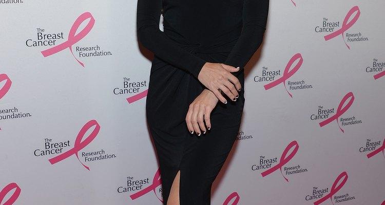 Kate Hudson investe nas melhores combinações para disfarçar o pouco volume do busto