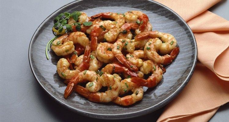 Intenta crear esta deliciosa salsa scampi para tus camarones.