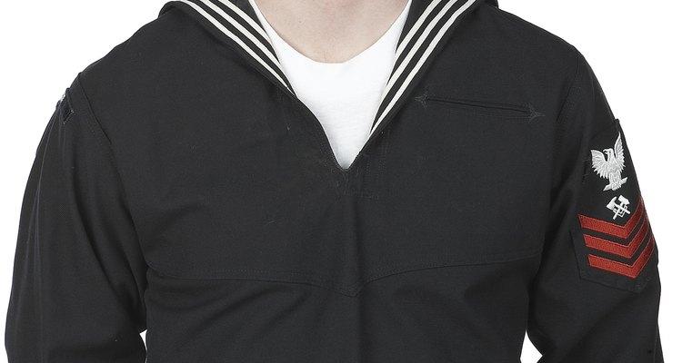 Los Navy SEALs reciben un bono de alistamiento de US$20.000 para unirse a los equipos SEAL y bonificaciones de re-alistamiento de hasta US$75.000.