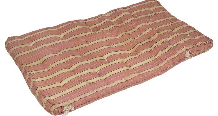 Un colchón tipo futón viene en una sola pieza.