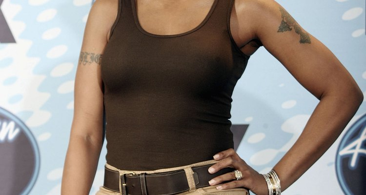 Mary J. Blige usa pantalones caqui para el final de la 5º temporada de American Idol.