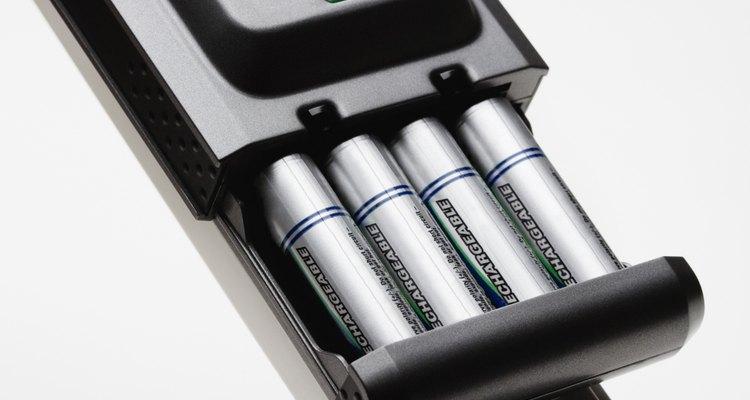 Os carregadores de pilhas Sony Cycle Energy permitem que os usuários recarreguem suas pilhas de hidreto metálico-níquel (Ni-MH)