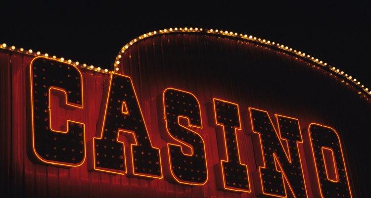 De acuerdo con la Asociación Estadounidense de Juego, los empleados de los casinos ganaron más de US$13 billones en 2010.