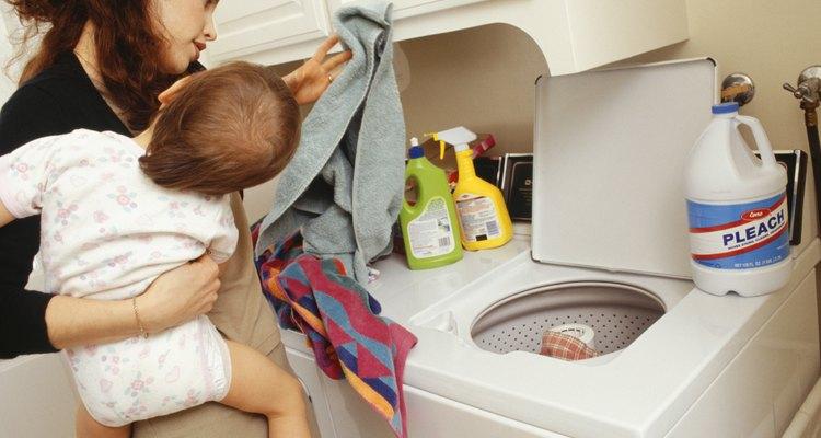 Agregar demasiado cloro a la lavadora puede dañar severamente la ropa.