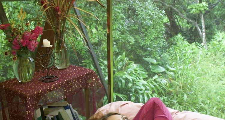 Os toldos ajudam a proteger sua janela do clima