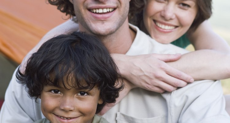 Los padres de crianza proveen arreglos de vivienda temporales para los niños que fueron desplazados de sus familias naturales.